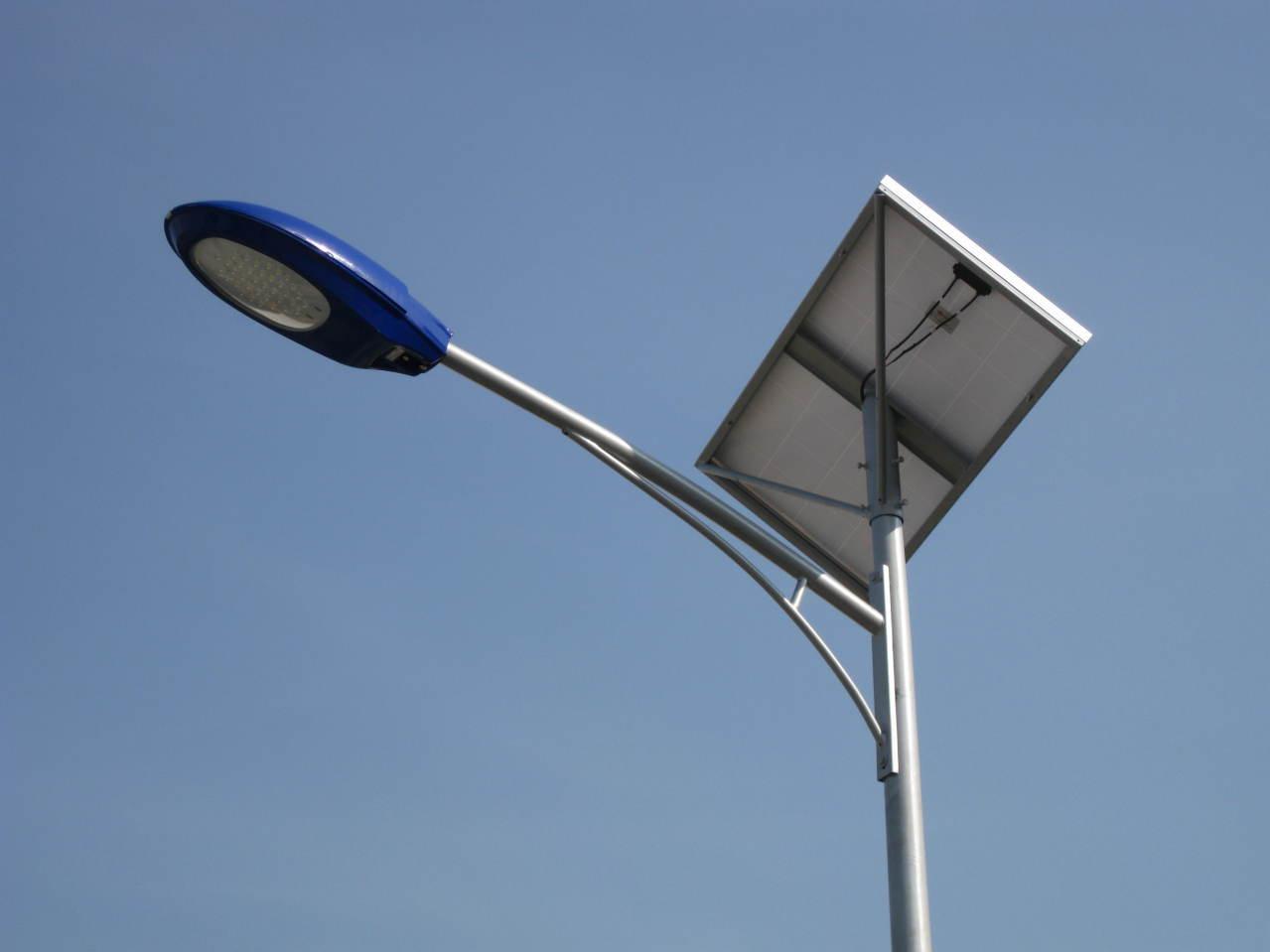 兴安6米太阳能路灯/太阳能路灯安装价钱