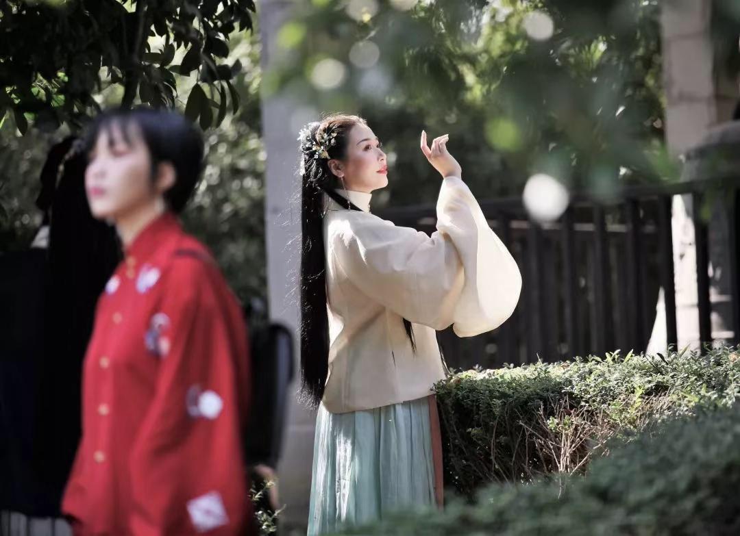 郑州汉服中式服装设计制作培训——天美服装培训***!