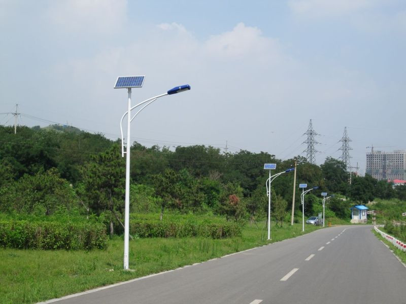 愛輝太陽能路燈***廠家-太陽能路燈安裝價格