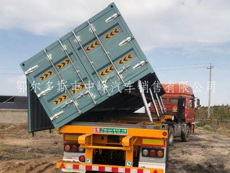 集装车挂车侧翻卸煤图