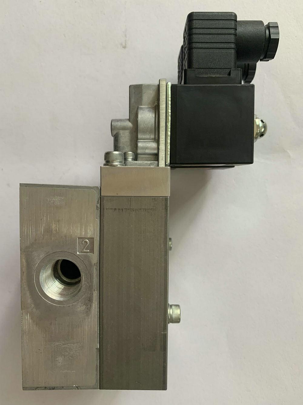 日本azbil双联电磁阀354-401-P000 110V