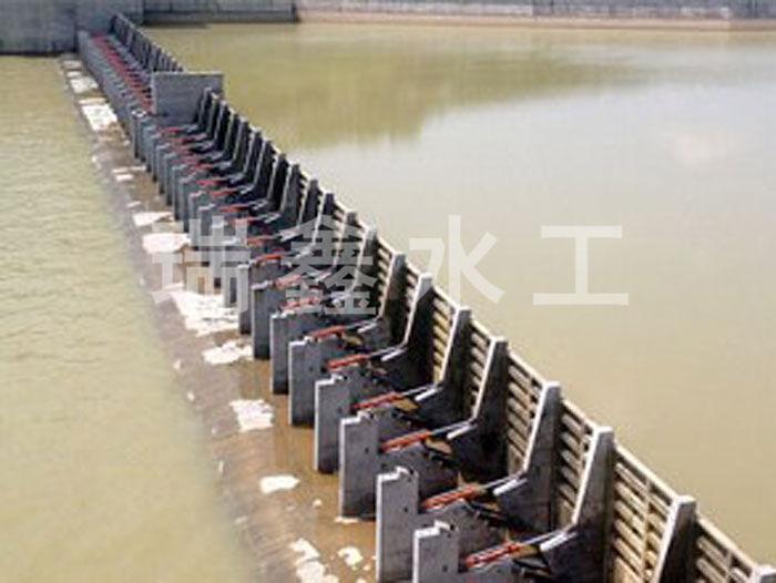 贵州自动翻板闸门定做瑞鑫水工