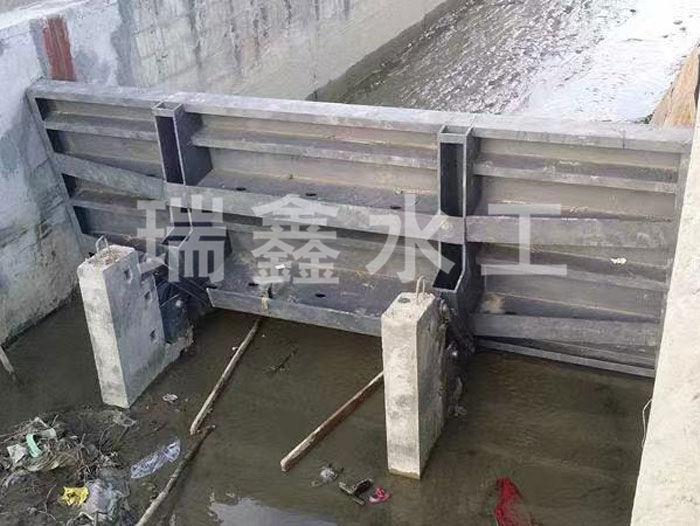 成都臥床式翻板閘門規格齊全瑞鑫水工