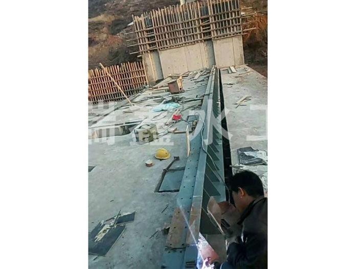 贵州水力液压翻板闸门哪家好瑞鑫水工