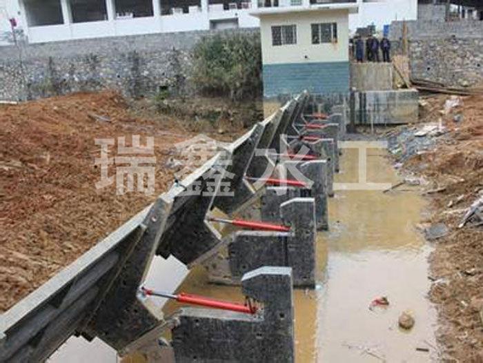 湖南翻板自動閘門型號瑞鑫水工