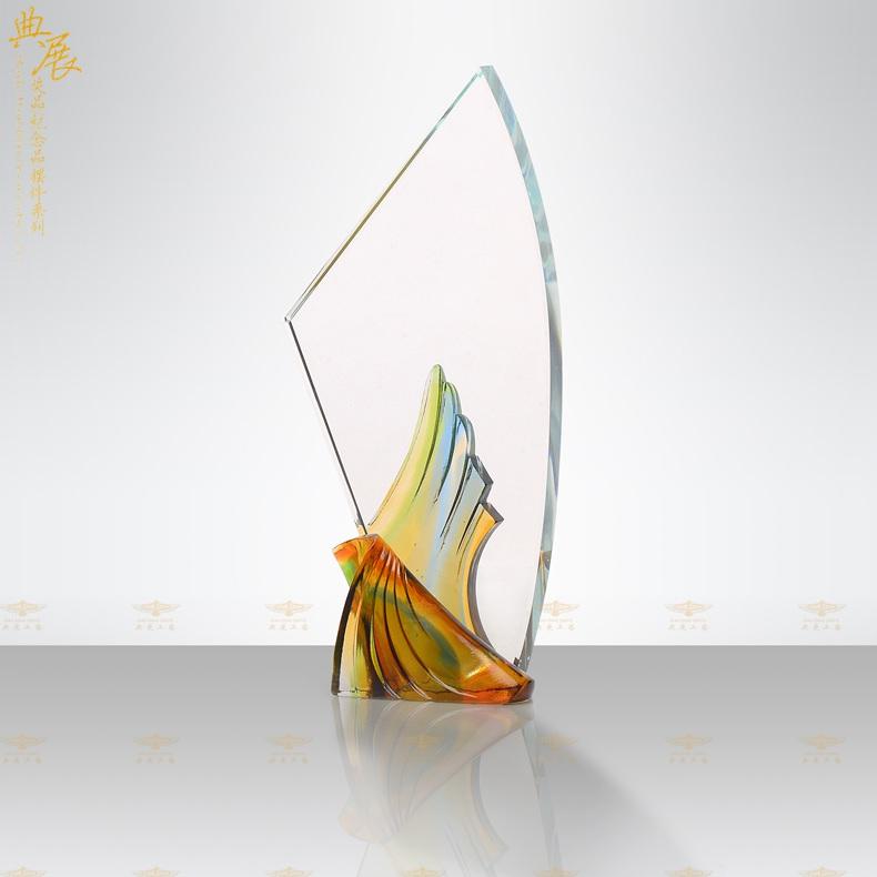 制作員工琉璃獎杯,十周年活動獎杯,企業競賽獎杯定做廠家